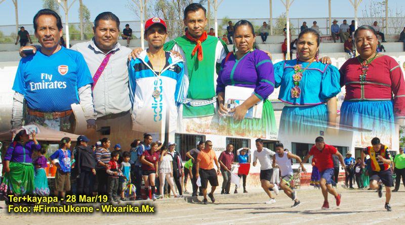 Docentes wixáritari participan en Encuentros Magisteriales 2019